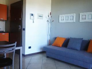 Fiera Milano comfortable apartment - Pero vacation rentals