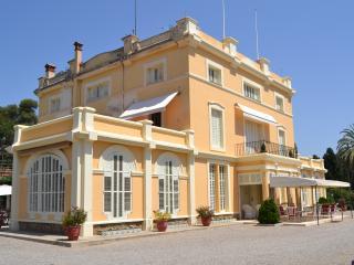 Mansion, magnificent gardens, beach 5 min walking - Caldes d'Estrac vacation rentals