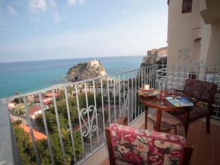 Appartamento il Corallone a picco sul mare Tropea - Tropea vacation rentals