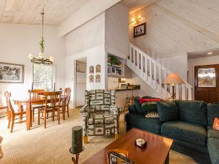 Upgraded 1 Bedroom + Loft, 2 Bathroom, WiFi, Sleeps up to 6! - Mammoth Lakes vacation rentals
