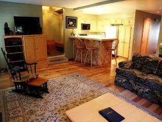 Beautiful 2 bedroom 2 bath condominium near the golf course, WiFi - Mammoth Lakes vacation rentals