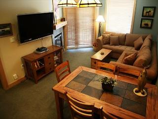 5-Star, 2 Bed, 2 Bath, Ski-in, Ski-out on Mammoth Mountain, Sleeps 6 - Mammoth Lakes vacation rentals