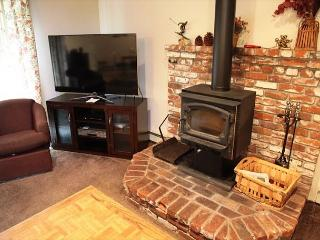 4/3, Sleeps up to 11, Centrally Located - Mammoth Lakes vacation rentals