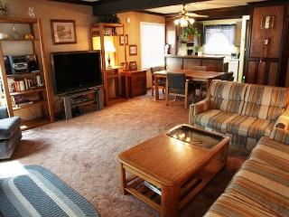 Corner, First Floor 1 Bedroom/2 Bathroom, Located in Town - Mammoth Lakes vacation rentals