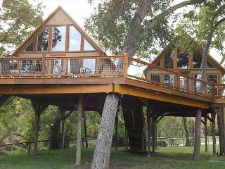 #4 Singing Cloud Cabin - Retreat into Peace and Nature - Geronimo Creek - Seguin vacation rentals