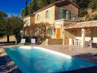 """Authentic Rustic Provençale Farmhouse """"Roumanille"""" - Lauris vacation rentals"""