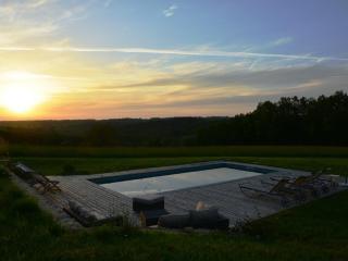 Ferme superbement rénovée avec piscine chauffée - Sainte-Alvere vacation rentals