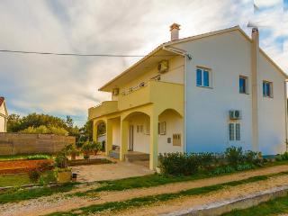 8362  A1 Plavi (4+1) - Petrcane - Petrcane vacation rentals