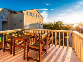 35144 H(4+3) - Petrcane - Petrcane vacation rentals