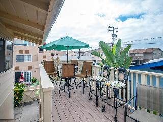 Beautiful beach bungalow with ocean views and a sunroom! - San Diego vacation rentals