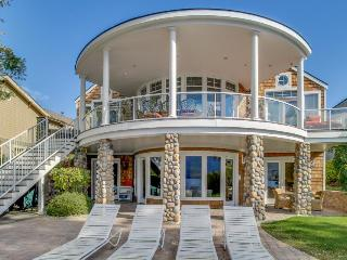 Lakefront home with a private hot tub, a Ping-Pong table, a shared pool & more! - Manson vacation rentals