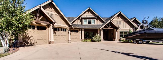 Lakefront home with private pool, hot tub, wet bar, and amazing views! - Image 1 - Orondo - rentals