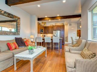 New, dog-friendly luxury townhome w/ private hot tub & great views! - Park City vacation rentals