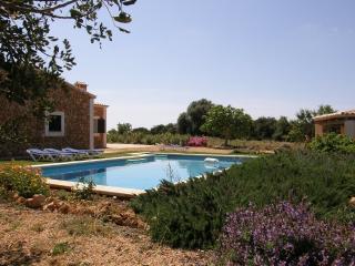 Casa rural con piscina para 6 personas - Cala Mandia vacation rentals