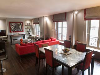Luxurious 1 Bedroom Apartment in Champs Elysees - Paris vacation rentals