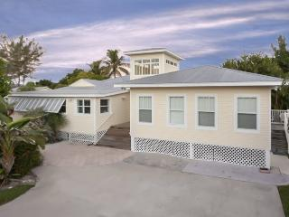 Fantastic Renovated 6 Bedroom Vacation Home with Huge Private Pool - Code: Sun Villa - Fort Myers Beach vacation rentals