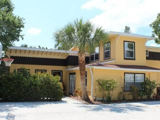 Sun Kissed Villa with Fabulous Pool and HD TV has it all! - Code: Sun Kissed Villa - Fort Myers Beach vacation rentals