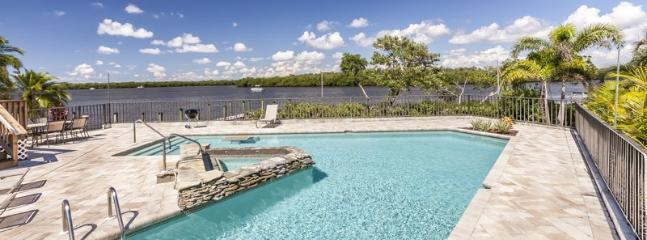 1/35: Spectacular V shaped swimming pool with swim up table and and hot tub. - Spectacular Bay Views from Every Angle at Sea Spirit - Sea Spirit - Fort Myers Beach - rentals