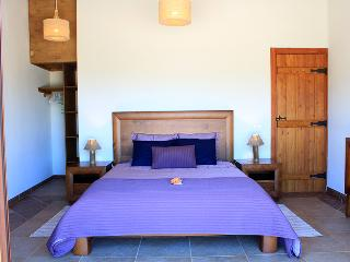 Vida Pura Guesthouse - Serenity Room - Odeceixe vacation rentals