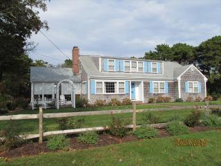 Charming 4 bedroom West Chatham House with Deck - West Chatham vacation rentals