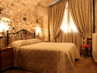 Le Logge di Silvignano SuiteHome Archi Pool - Wifi - Spoleto vacation rentals