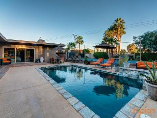 Palm Desert Tennis Estate with Private Pool & Spa, Guest House with Two Bedroom Suites, Main House with Three Bedroom Suites and Family Friendly - Palm Desert vacation rentals