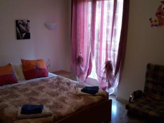 Da Silvia e Beppe con parcheggio e wifi gratuito. - San Remo vacation rentals