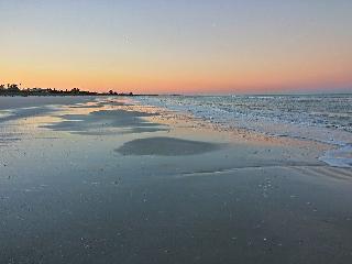 S12-Relaxing cozy beach house Quen bd w/wifi&bikes - Saint Pete Beach vacation rentals