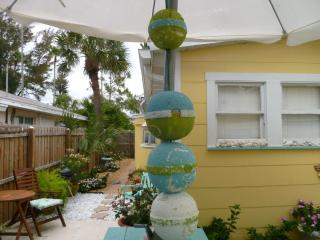 12W- 2 bed redone Beach hse Hdwd flrs bikes & WiFi - Saint Pete Beach vacation rentals