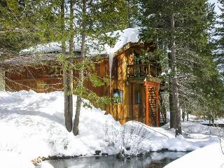 Cozy retreat w/ shared firepit and tranquil creek views - Truckee vacation rentals