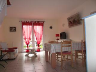 Bright 2 bedroom Saint-Pair-sur-Mer House with Balcony - Saint-Pair-sur-Mer vacation rentals
