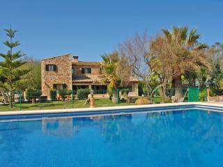 Acogedora casa rural con piscina para 12 personas - Felanitx vacation rentals