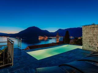 Nice House with A/C and Outdoor Dining Area in Perast - Perast vacation rentals