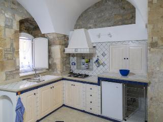 Bright 1 bedroom Vacation Rental in Modica - Modica vacation rentals