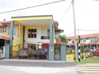Melaka Homestay & Blessing House (For Chinese And Malay Only) - Central Melaka vacation rentals