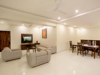 Villa, 130 kms from Mumbai amidst pure nature - Raigad vacation rentals
