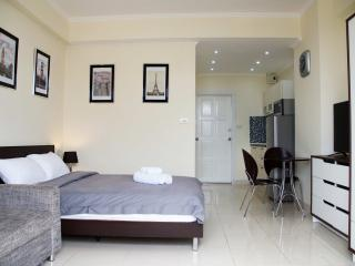 Standart studio with balcony near sea - Pattaya vacation rentals