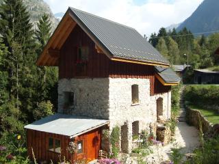 Beautiful cave studio close to Les Deux Alpes and Alpe d'Huez - Le Bourg-d'Oisans vacation rentals