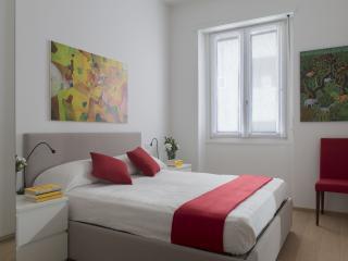 Cozy apartment by Via Montenapoleone (CAV) - Milan vacation rentals