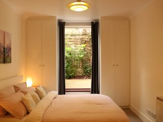 Spacious Modern 2 bedroom, 2 bathroom Apartment - London vacation rentals