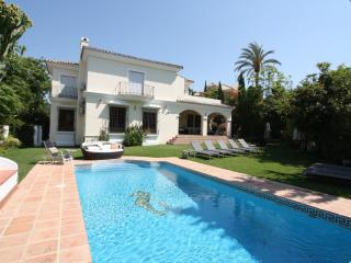 Lovely 6 bed Villa nr Puerto Banus heated pool - Marbella vacation rentals