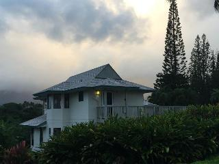 Beautiful, secluded 2br cottage with easy beach access - Princeville vacation rentals