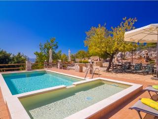 Lovely 4 bedroom Villa in Chania with Internet Access - Chania vacation rentals