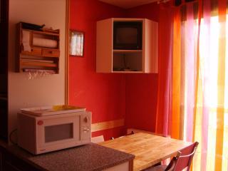 Studio cabine aux pieds des télécabines, thalasso - Luchon vacation rentals