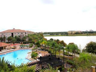 Villa Bella Vista Cay Penthouse/Lakefront Condo Overlooking the Pool & Lake Cay - Orlando vacation rentals