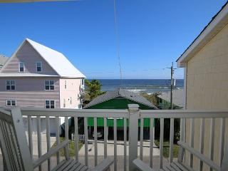 Tropical Winds C4 - Oceanview condo, open and spacious floor plan, community - Carolina Beach vacation rentals