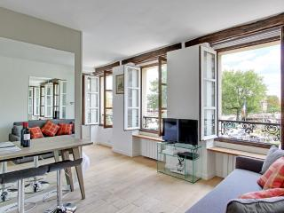 Fancy One Bedroom View Notre Dame Cathedral - Paris vacation rentals