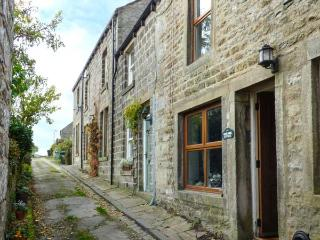 ROSEANNE COTTAGE, stone-built, character features, woodburner, in Hebden, Grassington, Ref 921955 - Grassington vacation rentals