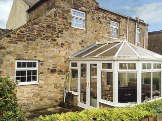 LAUREL COTTAGE, end-terrace, pet-friendly, conservatory, garden, WiFi, in Iveston, Ref 925520 - Consett vacation rentals