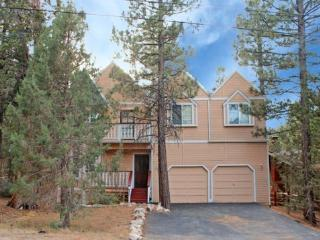 Big Tree Lodge is a spacious 4 bedroom cabin rental in Big Bear with beautiful views of the pine tree forest from the inside as well as the outside deck. - Big Bear Lake vacation rentals